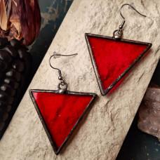 Серьги Треугольники красные с иризацией